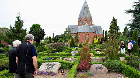 Vandalized tombstones at Hadsund Cemetery, in eastern Jutland, Denmark, July 22, 2019 © Reuters / Ritzau Scanpix