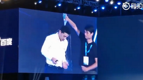 Stage intruder pours water on CEO of 'China's Google' Baidu in brazen stunt (VIDEO)