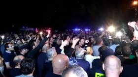 Protesting crowds assail Georgian opposition TV after host's foul-mouthed attack on Putin (VIDEOS)