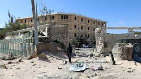 26 dead after Al-Shabaab suicide bomber & gunmen attack Somali hotel
