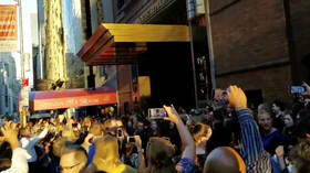 Show must go on: NY blackout sees Carnegie Hall choir perform on the streets (VIDEOS)