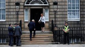 BoJo met with boos ahead of meeting with Nicola Sturgeon in Scotland (VIDEO)