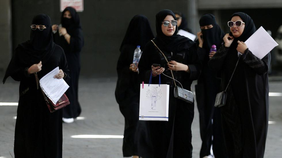 Saudi Arabian women can now hold passports and travel alone