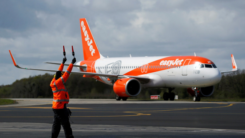 'My life is s**t': EasyJet pilot suspended after telling friends he felt suicidal, reports say