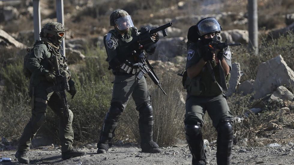 Israeli cops throw stun GRENADE at Haaretz photographer amid East Jerusalem arrests