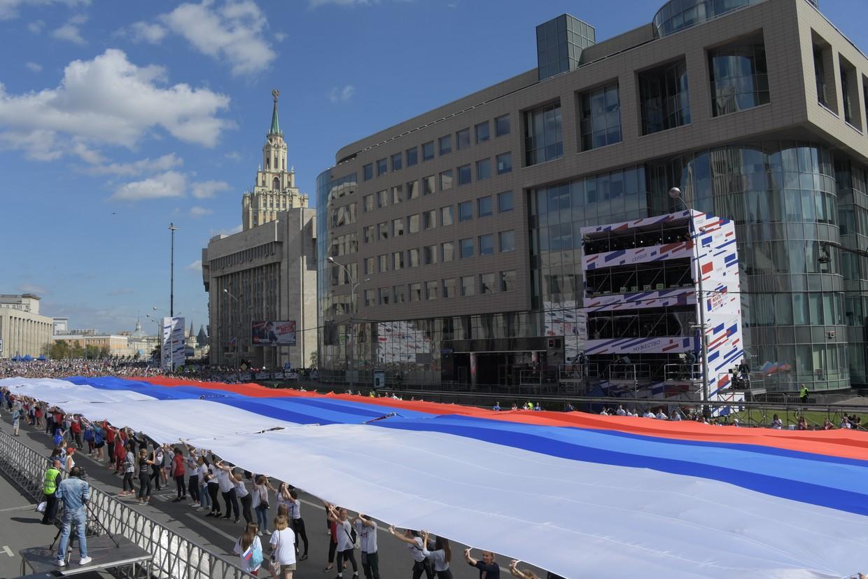 москва день российского флага сможешь