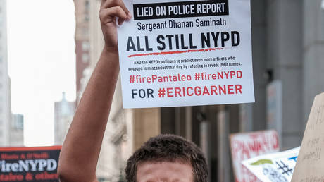FILE PHOTO: Protesters march and rally on the fifth anniversary of the death of Eric Garner, a day after federal prosecutors announced their decision not to prosecute NYPD officer Daniel Pantaleo in New York, U.S., July 17, 2019. © REUTERS/Michael A. McCoy