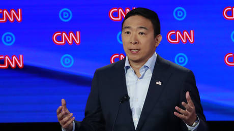 Democratic presidential candidate entrepreneur Andrew Yang speaks on the second night of the second 2020 Democratic U.S. presidential debate in Detroit, Michigan, July 31, 2019. © REUTERS/Lucas Jackson