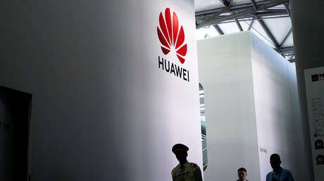 FILE PHOTO: A Huawei logo at Mobile World Congress (MWC) © Reuters / Aly Song