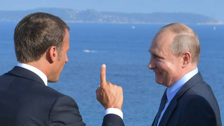 Russian President Vladimir Putin speaks with French President Emmanuel Macron during a meeting at Fort Bregancon near the village of Bormes-les-Mimosas, France, on August 19, 2019.