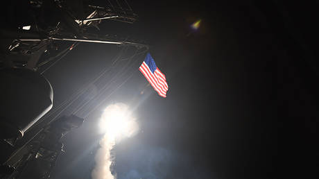 The U.S. Navy Arleigh Burke-class guided-missile destroyer USS Porter launches Tomahawk cruise missiles at Shayrat airbase in Syria © Global Look Press/ZUMA Press/Ford Williams