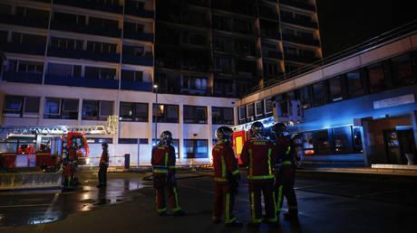 1 dead, 8 injured after huge blaze at Paris hospital (VIDEOS)