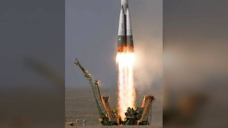 FILE PHOTO: A Russian Soyuz spacecraft during a test launch © Global Look Press/NASA