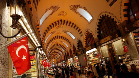 People shop at the Spice market, also known as the Egyptian Bazaar, in Istanbul, Turkey © Reuters / Murad Sezer