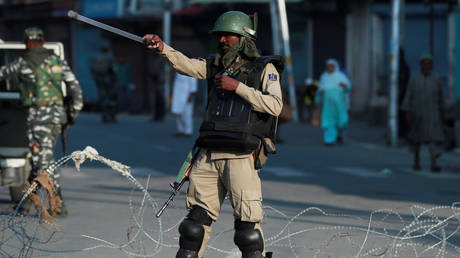 An Indian serviceman in Srinagar in Indian-controlled part of Kashmir. © Reuters / Danish Ismail