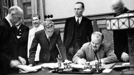Signing of the Molotov-Ribbentrop Pact © Global Look Press