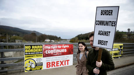 FILE PHOTO: Protest against Brexit at the border crossing between the Republic of Ireland and Northern Ireland in Carrickcarnon, Ireland © Reuters / Clodagh Kilcoyne