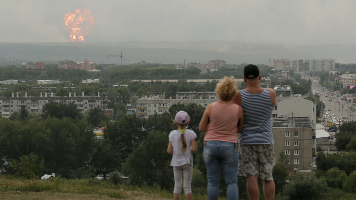 No, this Russian family is not looking at a nuclear