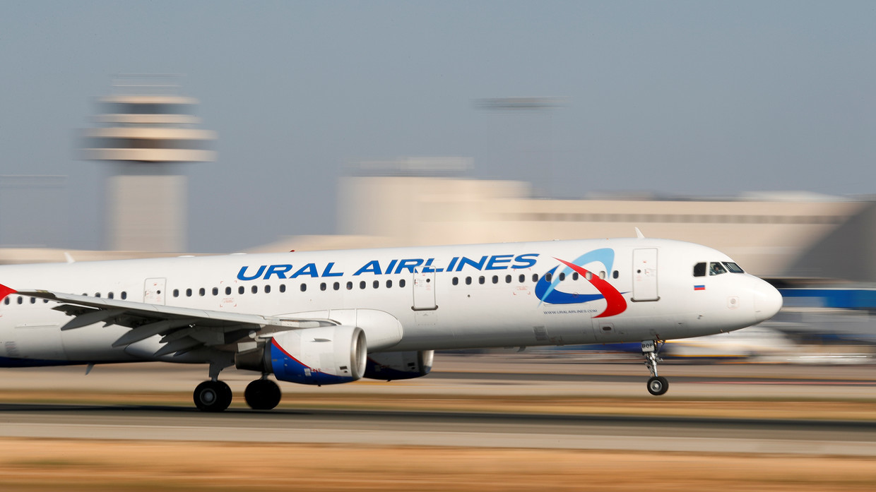 Video shows MOMENT when birds hit Ural Airlines jet on take