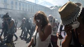 Clashes in Nantes as French police use tear gas on protesters following silent march (VIDEO)