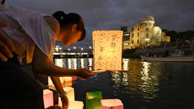 A girl releases paper lanterns at a commemoration ceremony for atomic bomb victims in Hiroshima © Reuters / Kyodo