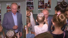 'Mademoiselle': Putin kneels before ballet student and kisses her hand (VIDEO)