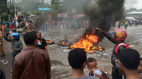 Protesters set fire to town hall amid chaos in Indonesia's West Papua (VIDEO)