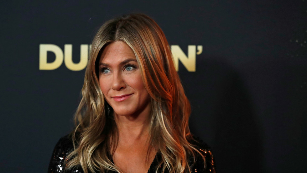 It's just a tan: Twitter punches back at perpetually-offended liberals attacking Jennifer Aniston