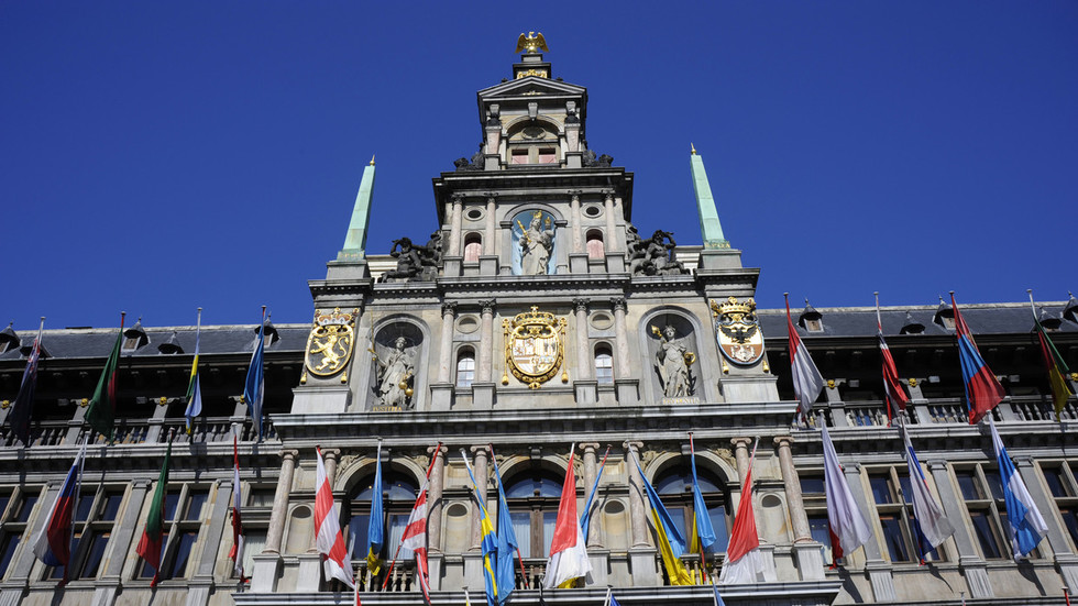 Right-wing Belgian MP lambasts 'Islamic occupation' from top of Antwerp city hall