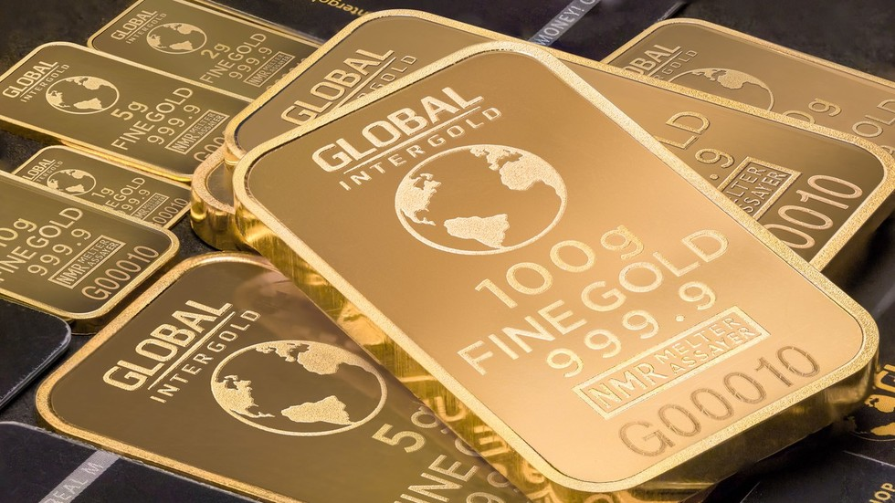Russia & China stockpiling gold because 'they can read the writing on the wall' – Peter Schiff