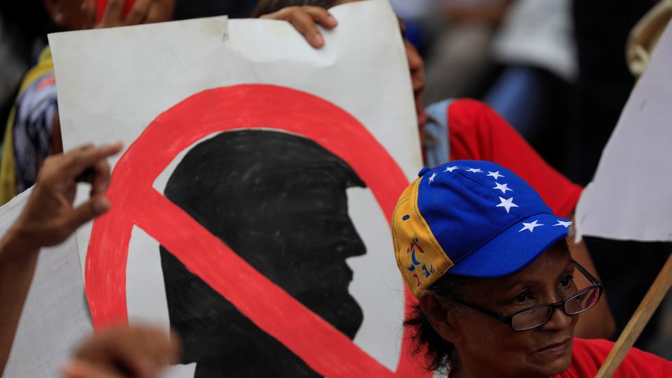 Venezuelanos protestam contra intervenção dos EUA em seu país