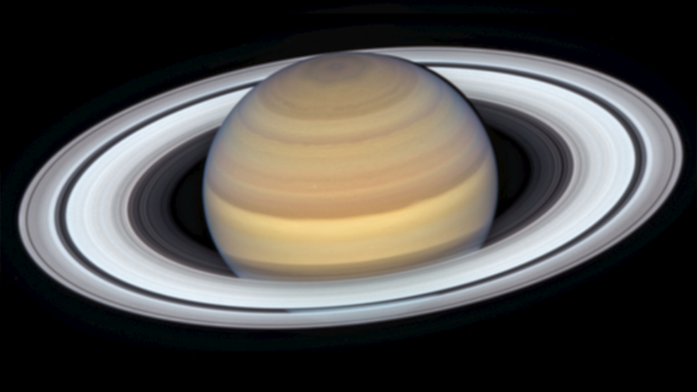 Hubble snaps Saturn in all its glory with incredible close-up