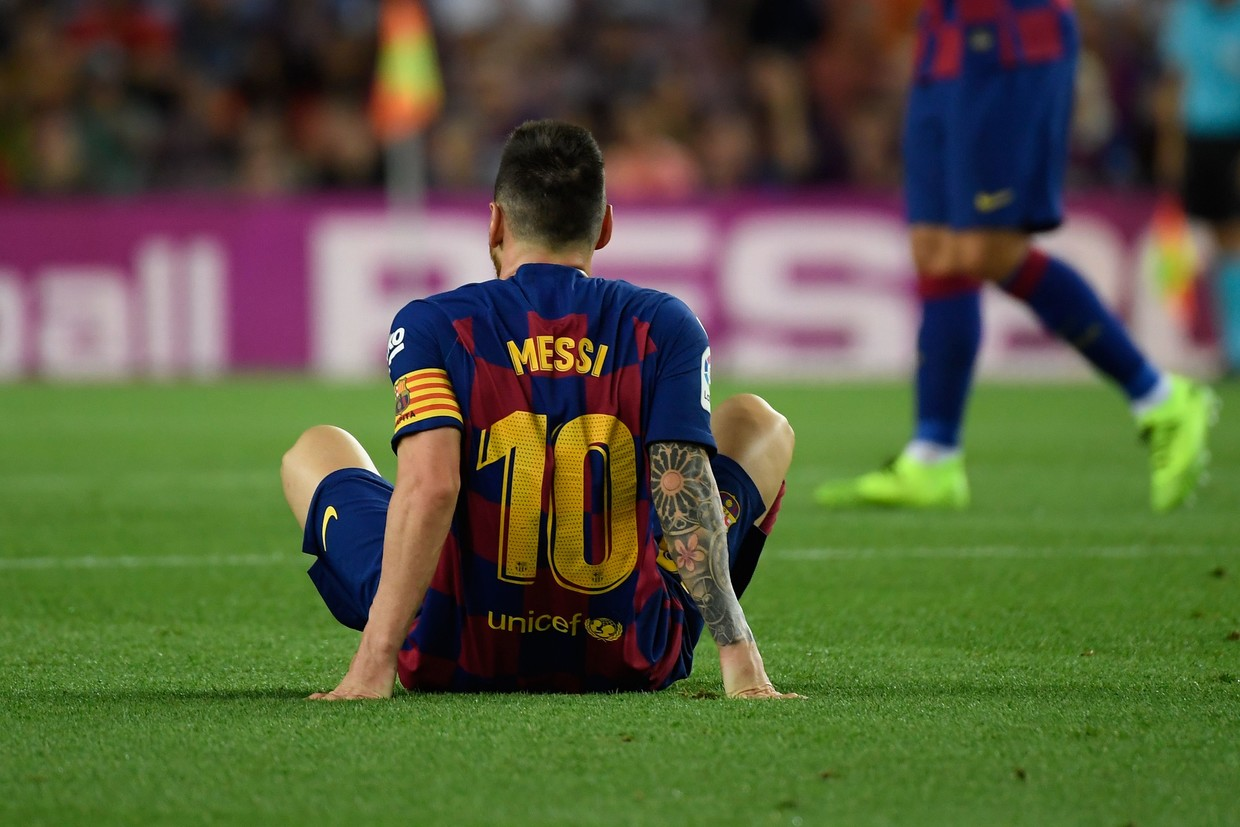 Barcelona's Lionel Messi gets assist, leaves game with injury