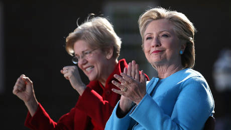 FILE PHOTO Former Secretary of State Hillary Clinton (right) and Senator Elizabeth Warren (D-MA) © Reuters / Carlos Barria