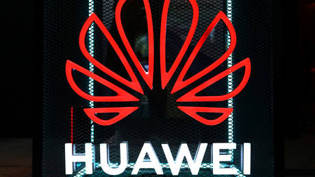 FILE PHOTO: The Huawei logo © Reuters / Hannibal Hanschke