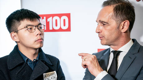 "Hong Kong activist Joshua Wong (L) talks with German Foreign Minister Heiko Maas as they attend the ""Bild100"" event organised by Germany's tabloid Bild on September 9, 2019 in Berlin. © AFP / Michael Kappeler"