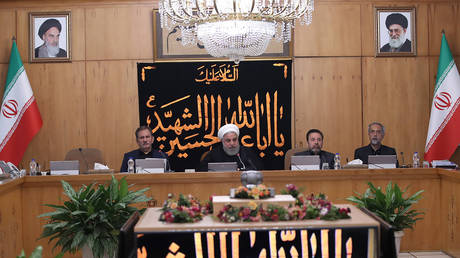 President Hassan Rouhani (C) chairing a cabinet meeting in the capital Tehran on September 11, 2019 В© AFP / Iranian Presidency