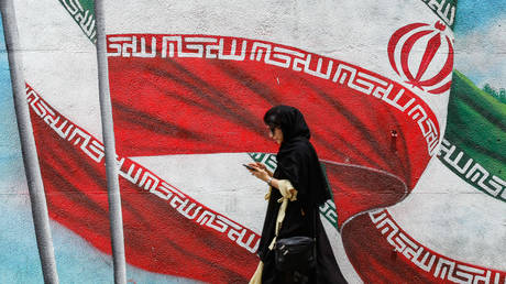 FILE PHOTO: A mural depicting Iranian national flags in Tehran © AFP