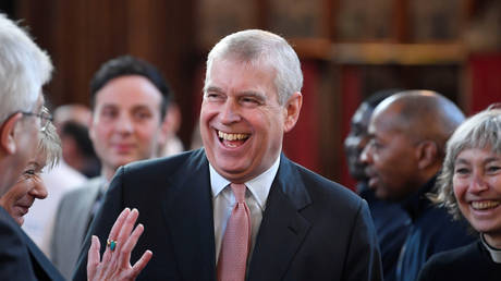 File photo: Prince Andrew (center) © REUTERS / Toby Melville