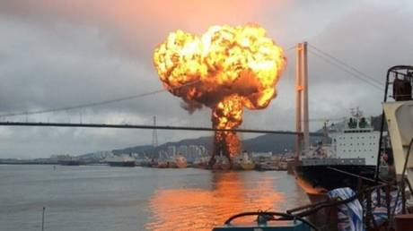 WATCH flames devour 2 tankers in South Korean port, injuring 9 people