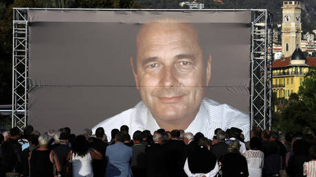 People gather to pay tribute to late former French President Jacques Chirac in Nice, France, September 27, 2019. В© Reuters / Eric Gaillard