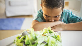 Better hungry than eating meat? UK school goes veg-only, no packed lunches… or freedom of choice