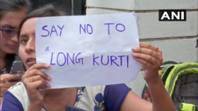 #FreeTheKnees: Women's college in India withdraws strict dress code after student protest (VIDEO)
