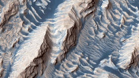 Mysterious magnetic pulses & evidence of groundwater discovered on Mars