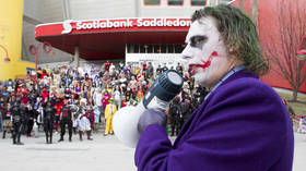 Costumes on screen only: US theater chain bans dressing up for 'Joker' screenings over fears of another shooting