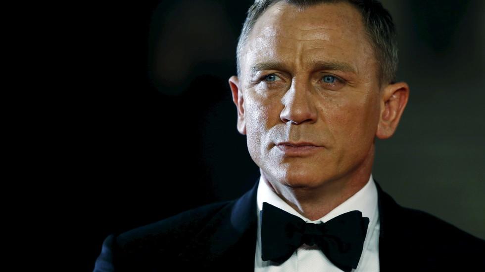 Absent-minded James Bond film crew sparks TERROR SCARE at UK air base, get hundreds evacuated