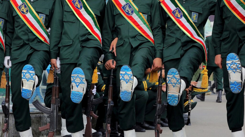Khamenei tells Iran's Revolutionary Guards to create its own advanced and modern weapons
