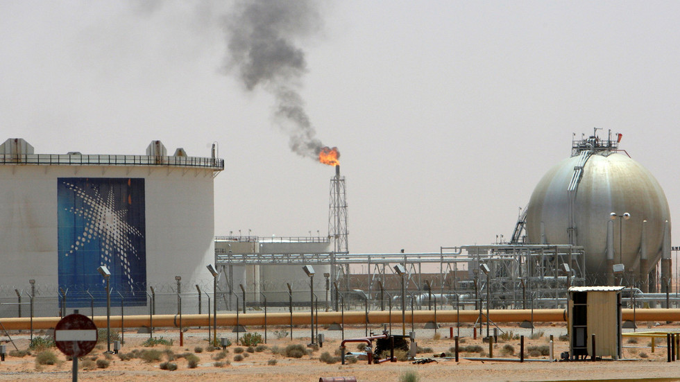 Russia to build $1bn oil complex in Saudi Arabia & further boost investment in joint projects