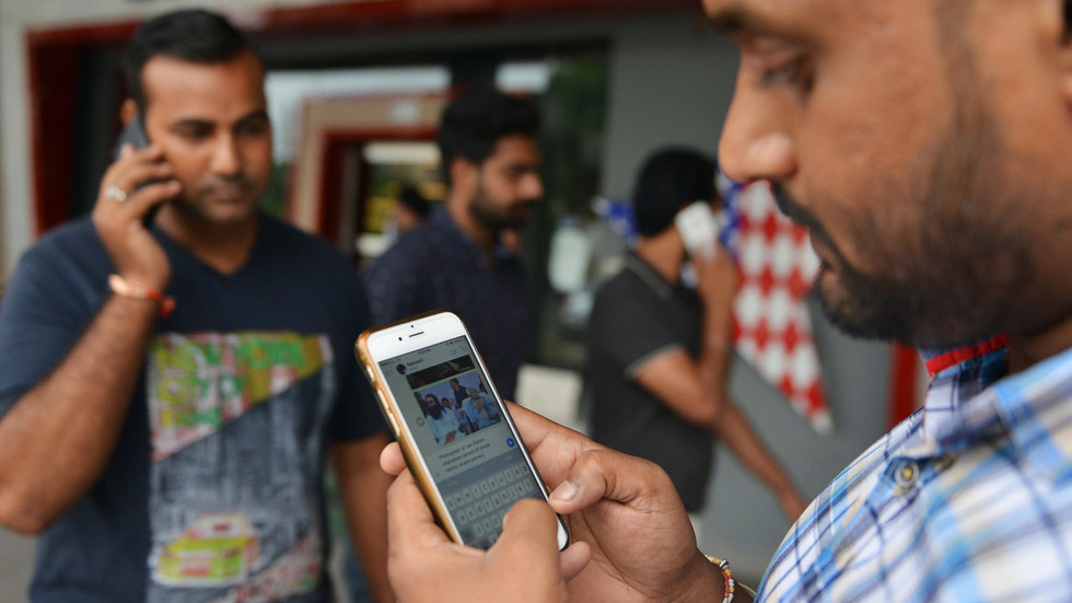 Indian state bans cellphones at all colleges and universities