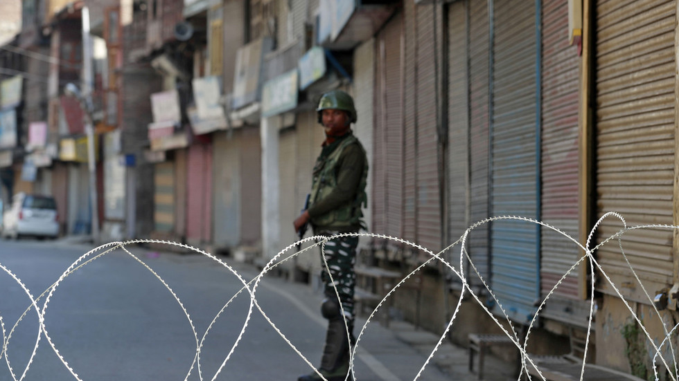Clashes along Kashmir border as India claims 2 soldiers & 1 civilian killed in Pakistani attack